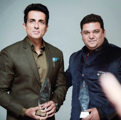 vinay aranha of rosary school and Sonu Sood with award